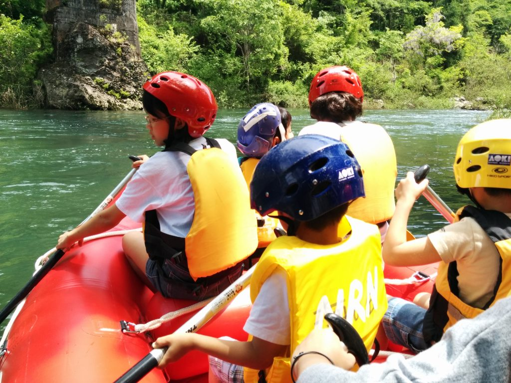 川遊び体験の様子